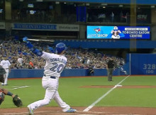 El swing de Josh Donaldson impacta