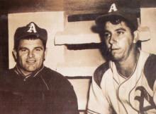 El lanzador cubano Agapito Mayor (a la derecha). En la foto con el pitcher Max Lanier.