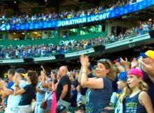 En Milwaukee, Jonathan Lucroy fue ovacionado en su último turno con los Cerveceros
